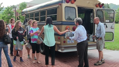 Honors students donating food for the Fall 2014 UCM food drive