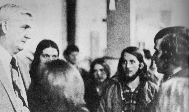 Chancellor Carlton speaks with students 1973