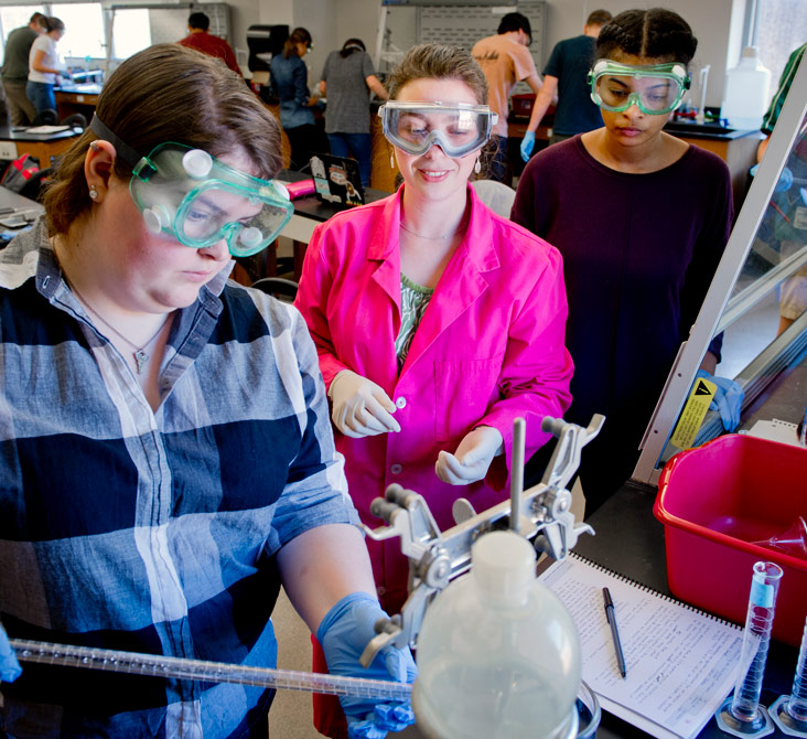 Carmen Huffman teaching students in a chemistry lab